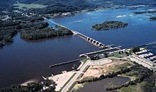 Mississippi River Lock and Dam number 6.jpg