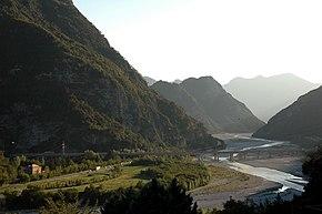 Il Canal del Ferro come si presenta a Moggio Udinese, il luogo è una delle location del film La ragazza del lago