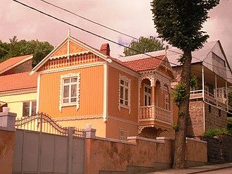 Tsaghkadzor - Traditional houses in Tsaghkadzor
