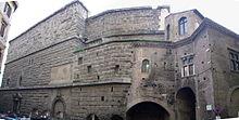 Il muro che divideva la Suburra dai Fori e la Casa dei Cavalieri di Rodi
