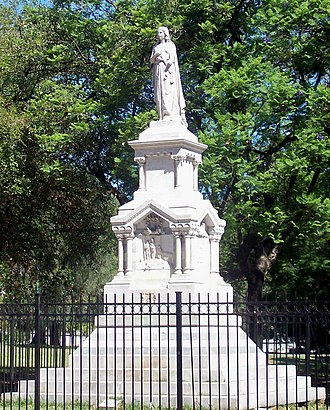 Sinforoso Amoedo - The monument erected in 1873 to the victims of the yellow fever epidemic of 1871, in the centre of Parque Ameghino, in the neighbourhood of Parque Patricios, Buenos Aires. (By Manuel Ferrari).
