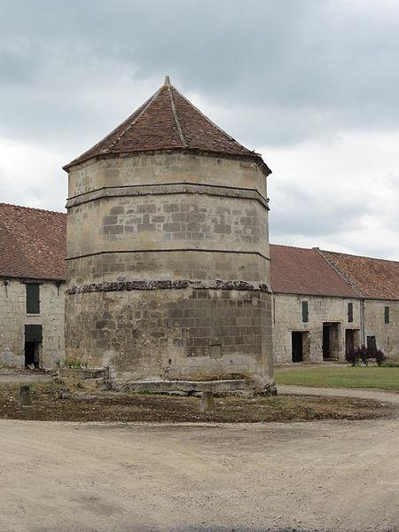 Mortefontaine (Aisne) tour pigeonnier à Mortefontaine