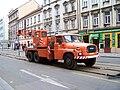 Nádražní, rekonstrukce tramvajové trati, autojeřáb Tatra.jpg