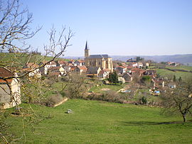 The church and surrounding buildings in Naussac