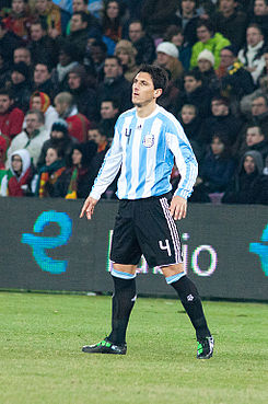 Nicolás Burdisso – Portugal vs. Argentina, 9th February 2011 (1).jpg