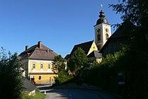 Niederwaldkirchen - Pfarrhof und Kirche.jpg