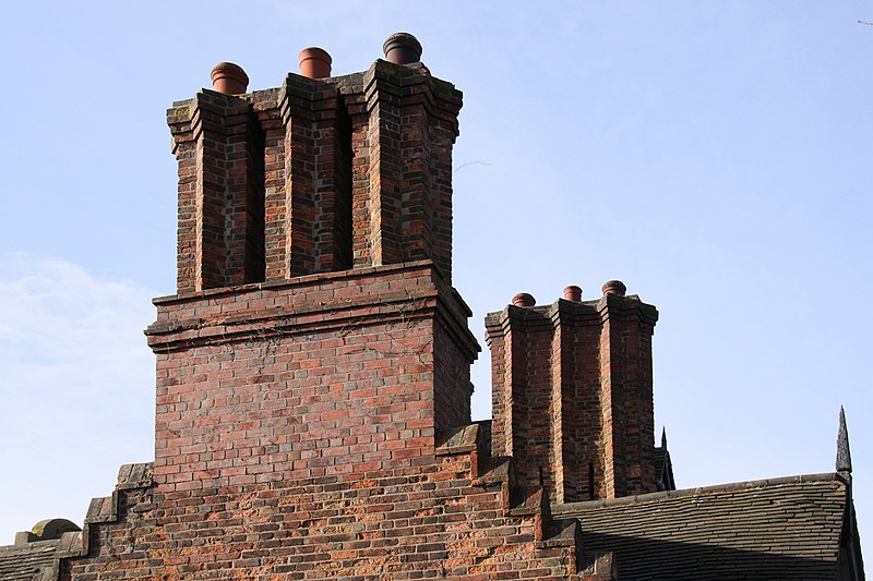 File:Oak House Chimneys (3215514599).jpg