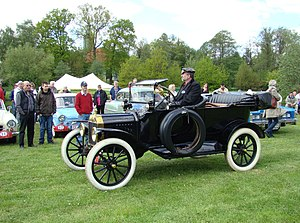 Full-size Ford - Model T (4-door touring)