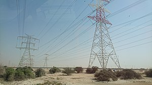 Immagine Overhead power lines in Qatari desert.jpg.