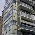 Overzicht van de schade aan de groene, glazen borstweringpanelen, aan de gevelwand Parklaan - Rotterdam - 20388527 - RCE.jpg