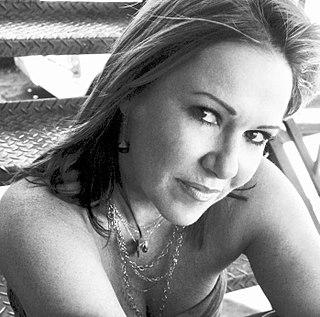 Pam Sheyne American musician