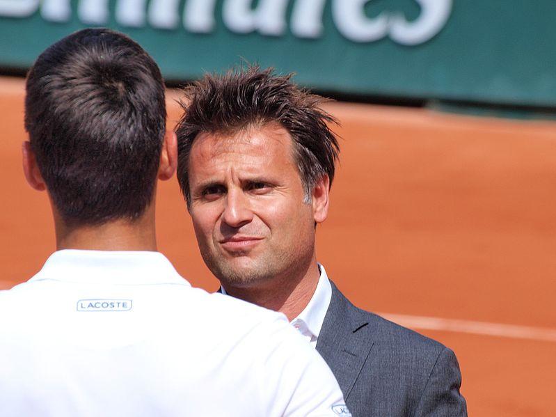 File:Paris-FR-75-open de tennis-2017-Roland Garros-stade Lenglen-Santoro interroge Djokovic-1.jpg