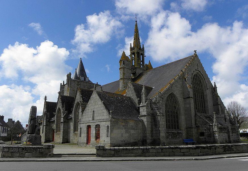 Extérieur de l'église Saint-Nonna de Penmarc'h (29). Chevet et flanc sud.