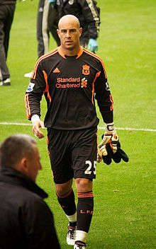 Pepe Reina vs Bolton 2011.jpg