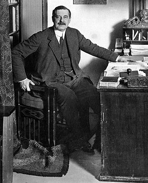 Design management - Peter Behrens, around 1913 in his office in Berlin, was one of the first contributors to design management.
