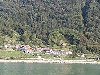 Poiatte vista dal centro del lago.JPG