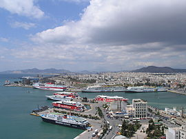 Panoramic view o the wastren pairt o the ceety an the port o Piraeus.