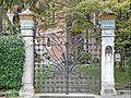 Portail de style Liberty de la villa Romanelli (Lido de Venise) (8154074227).jpg