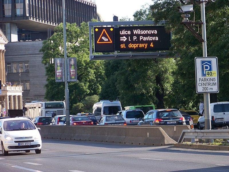 File:Praha, Wilsonova, zácpa.jpg