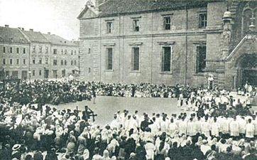 Prošnja procesija za zmago pred cerkvijo Sv. Jakoba v Ljubljani.jpg