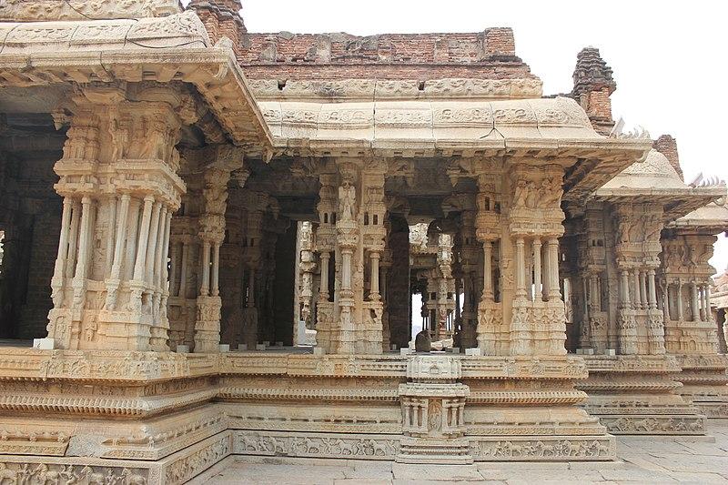 File:Profile of main mantapa in the Vitthala temple complex in Hampi.JPG