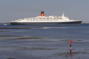 QE2 leaving southampton water.jpg