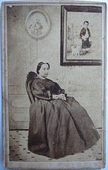 Queen Emma of Hawaii, 1865, carte de visite.jpg