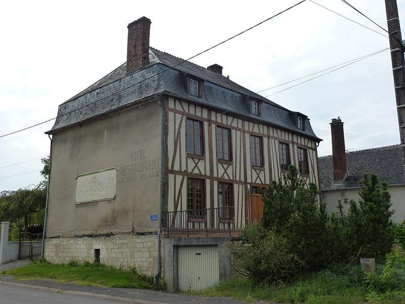 """Renneville (Ardennes) ancienne auberge """"Le Soleil luit pour tout le monde"""""""
