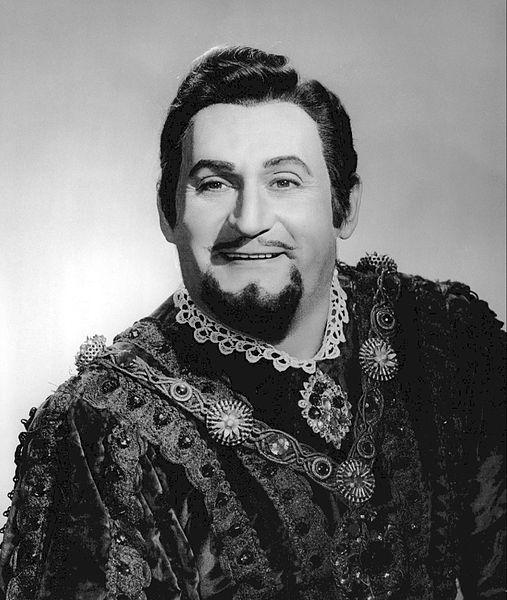 By Metropolitan Opera (New York).  Photographer: Louis Milancon. (eBay item photo front  photo back) [CC BY-SA 3.0 (Public domain)], via Wikimedia Commons