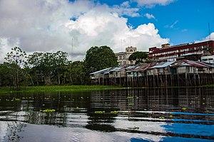 Itaya River - Image: Rio Itaya bañando las orillas de Iquitos