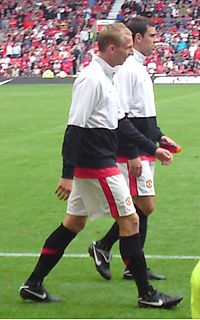Ritchie De Laet (front), with Darron Gibson, at Manchester United vs Birmingham City on 16 August 2009