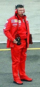Ross Brawn portant les couleurs de Ferrari au Grand Prix des États-Unis 2003.