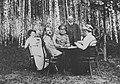 Russischer Photograph - Das gesellschaftliche Leben im russischen Landhaus (2) (Zeno Fotografie).jpg