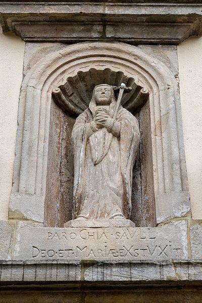 De Chronogramm an eng Hellegestatu iwwer dem  Kiercheportal zu Sëll.  PAROCHIA SAVLL DEO ET MARIAE EXST(R)VXIT:  1733