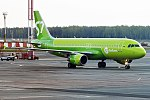 S7 Airlines, VP-BCZ, Airbus A320-214 (41408269764).jpg