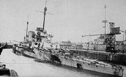 Ciężko uszkodzony niemiecki krążownik SMS Seydlitz po bitwie Jutlandzkiej.