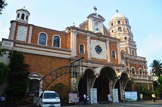 Santa Cruz Church (Manila) - Façade and belfry of Santa Cruz Church