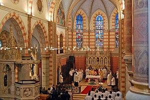 Sacred Heart Cathedral, Sarajevo - Image: Sarajevo Cathedral interior
