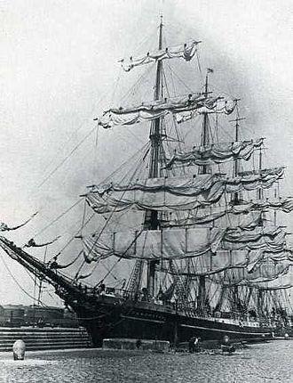 København (ship) - Kobenhaven at dock