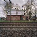 Seinhuis bij spoorwegovergang, overzicht vanuit het westen - Utrecht - 20344308 - RCE.jpg