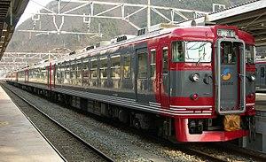 Shinano Railway Line - Image: Shinano Railway 169 S51