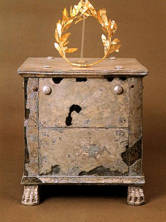Brasidas - Silver ossuary and gold crown of Brasidas in the Archaeological Museum of Amphipolis.