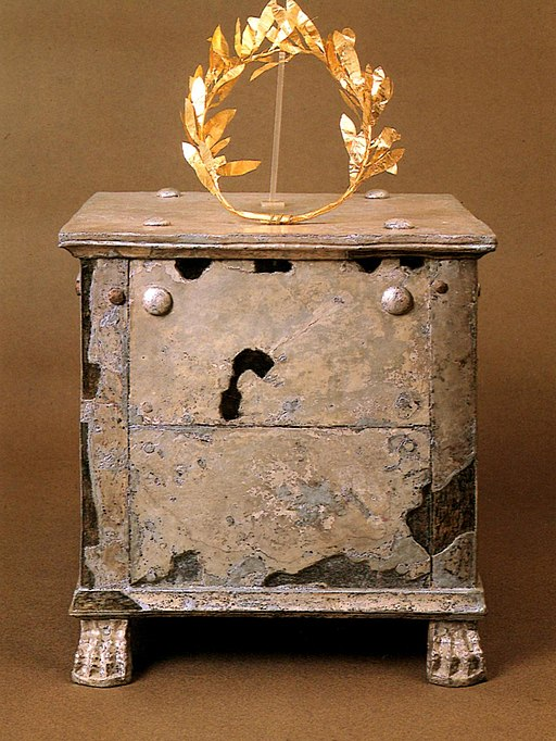 Silver ossuary and gold crown of Brasidas