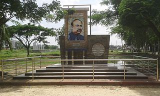 Sir Azizul Haque Memorial Sculpture, Bogra.jpg