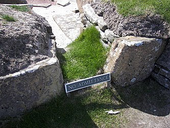 Skara Brae house 8 entrance.jpg
