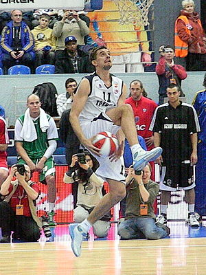 Valery Likhodey - Image: Slam dunk by Valeri Likhodei at all star PBL game 2011 (5)