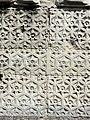 Soissons (02), abbaye Saint-Jean-des-Vignes, abbatiale, façade occidentale, contrefort à droite de la nef, décor floral du soub 02.jpg
