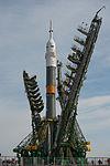 Soyuz TMA-08M spacecraft raising into position at the launch pad 3.jpg