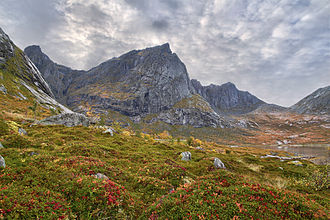 Flakstadøya - Image: Stabben, Stortinden & Moltinden, 2010 September