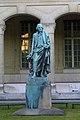 Statue dAntoine Parmentier, devant la faculté de pharmacie René-Descartes 2010.jpg
